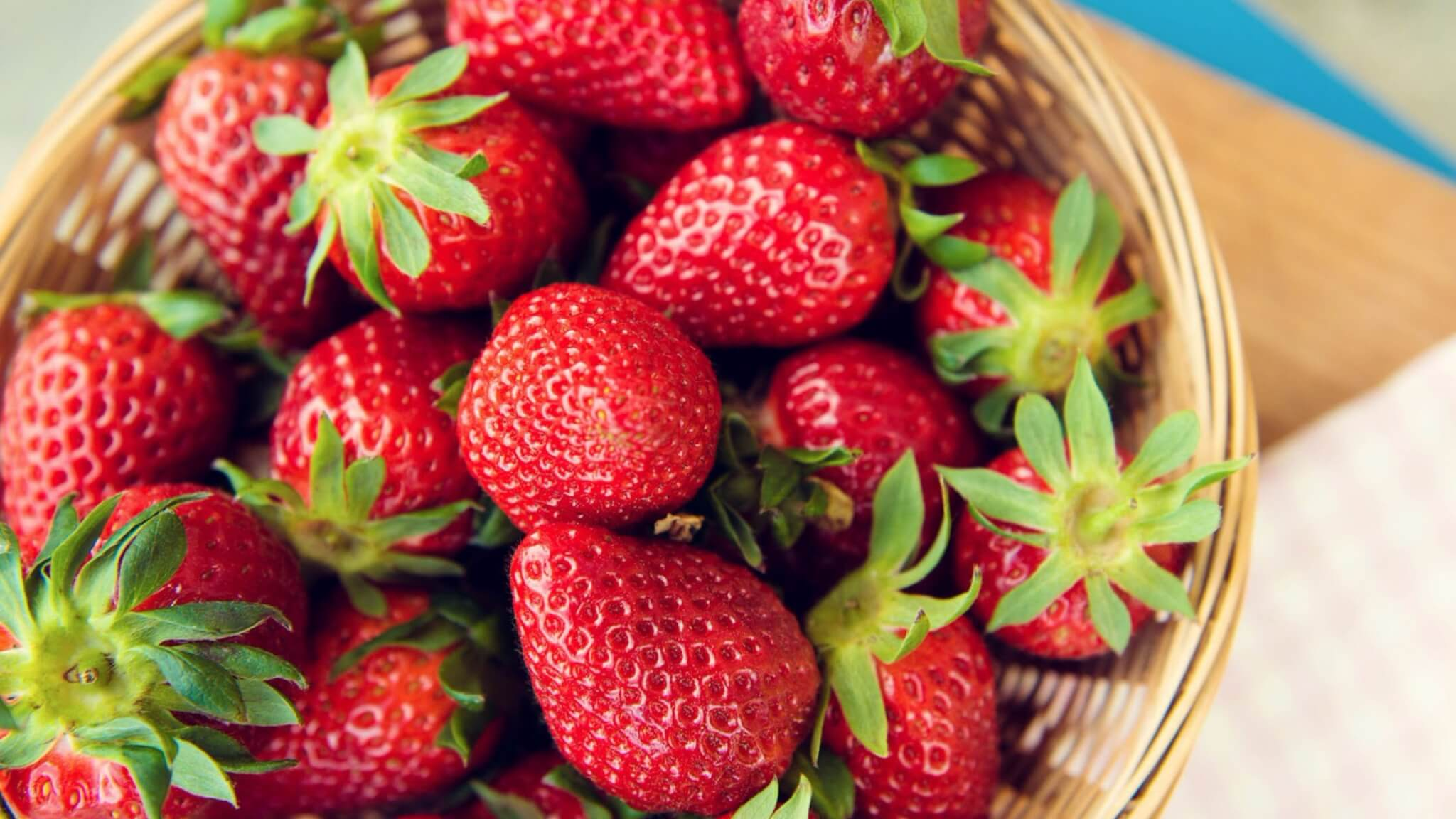 Strawberry face mask (homemade recipe)